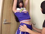 人気女優 泉りおんチャンのチアガール拘束脇くすぐり!
