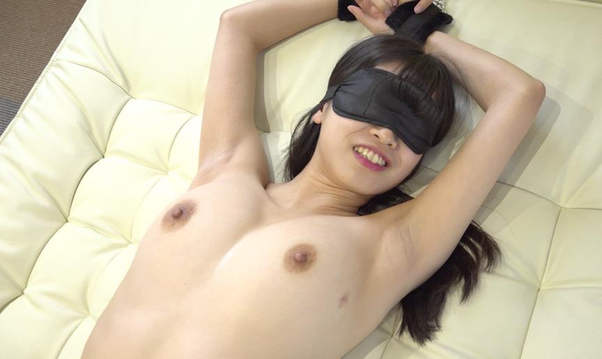 Hカップ美女 はとり心咲チャンの目隠し拘束くすぐり!