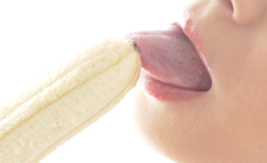 大人気女優 麻里梨夏チャンの極上舌ベロでバナナ舐め!
