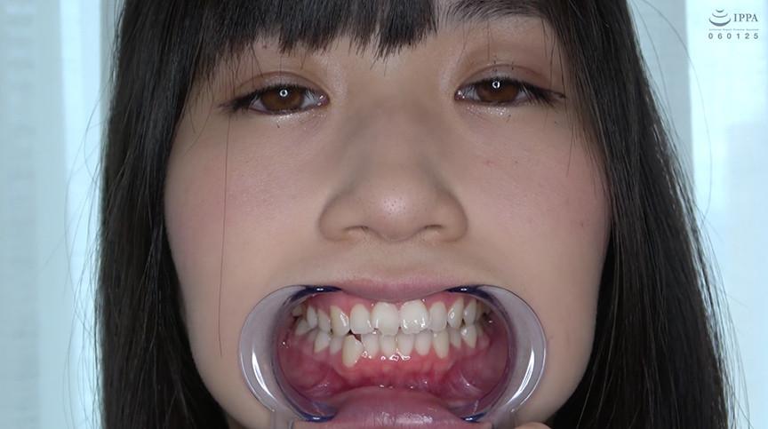 人気女優 須崎美羽チャンの開口器で歯観察&M男顔舐め鼻フェラプレイ! 2枚目