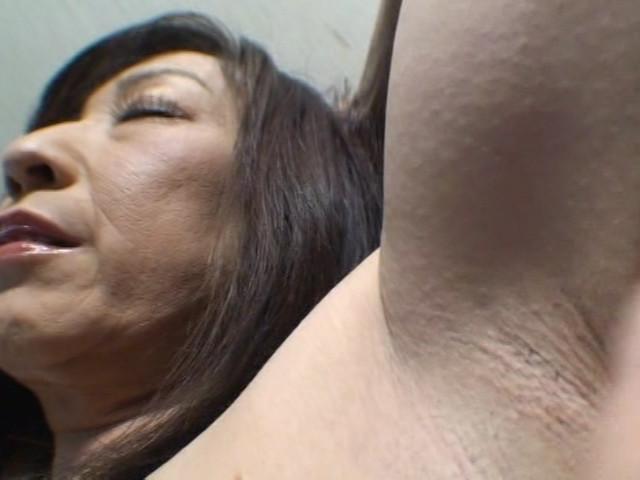 羞恥愛撫にじっとり汗ばみ匂い立つ いやらしい腋の下 画像 9
