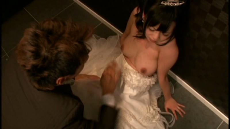 バレないように花嫁姿の元カノとこっそりやる