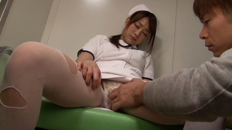 夜勤中に居眠りしている看護婦を夜這いしちゃった俺2のサンプル画像