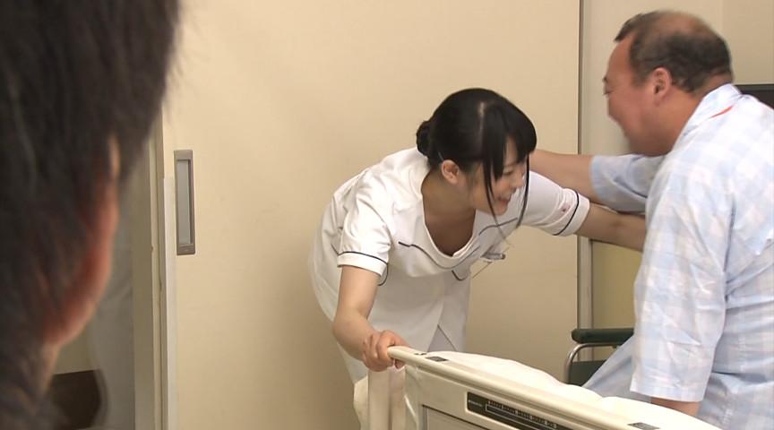 胸チラしているのに気付かず働く担当看護師のサンプル画像