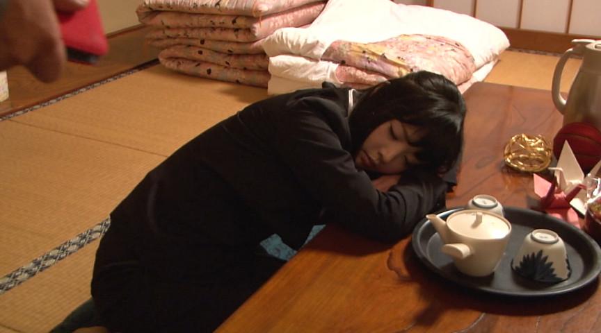 居眠りしてしまった新卒女社員に手を出しちゃった俺のサンプル画像1