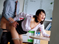 休日オフィスNTR 川上奈々美のサムネイルエロ画像No.1