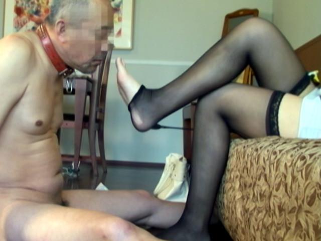 生足と桃尻圧迫責めでM男虐めを愉しむ美人若奥様 の画像16