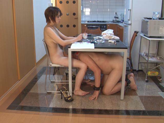 エロい身体の女子大生に家畜奴隷として仕える老いぼれマゾ の画像11