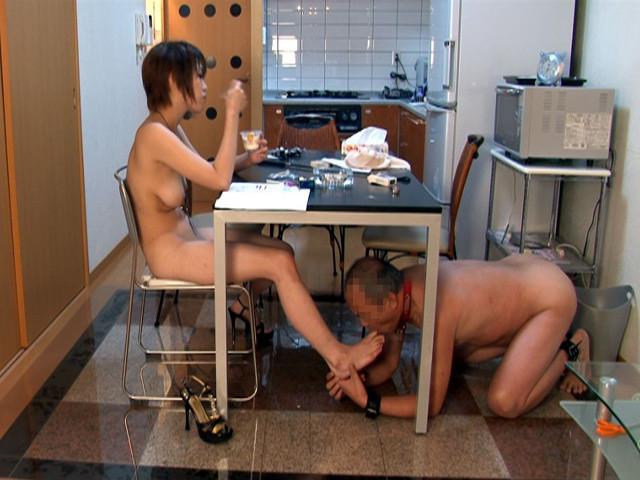 エロい身体の女子大生に家畜奴隷として仕える老いぼれマゾ の画像8