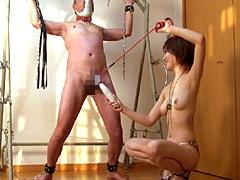 エロい身体の女子大生に家畜奴隷として仕える老いぼれマゾ