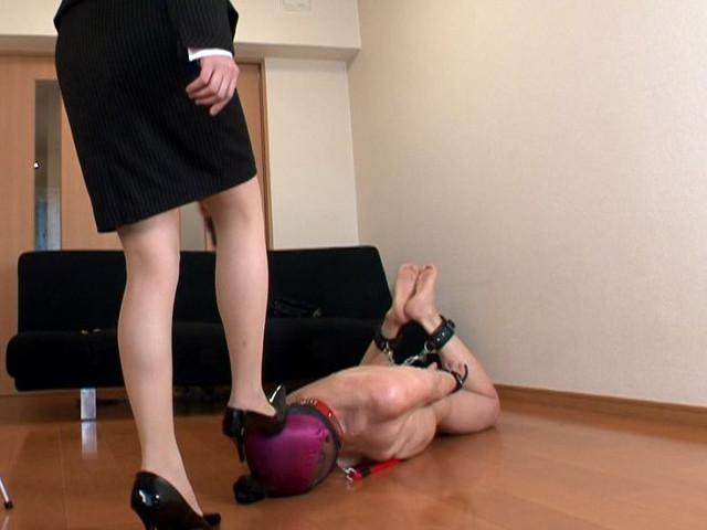 M男チ○ポを発情させる就活女子のムレムレ生足生尻圧迫責め の画像17