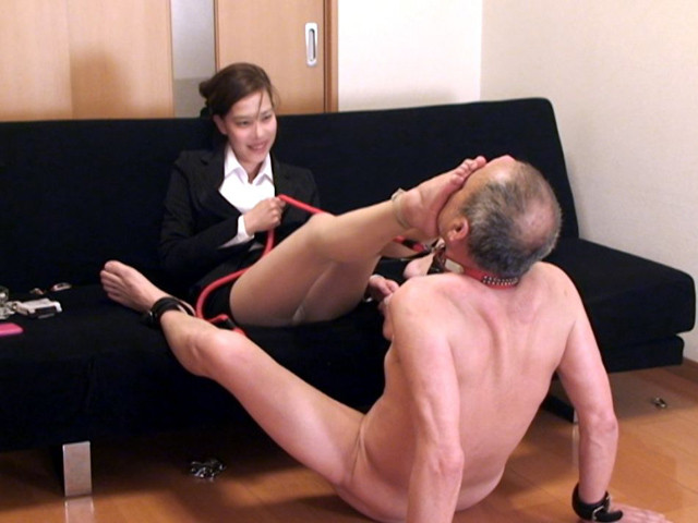 M男チ○ポを発情させる就活女子のムレムレ生足生尻圧迫責め の画像14