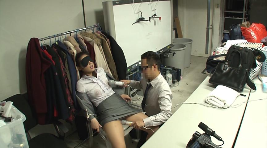 「超有名AV女優よりもエロの現場で働くスタッフが好き!上原亜衣の美人マネージャーでフル勃起してヤる」 14枚目