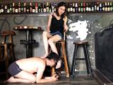 中国超美人扶桑様がバーで小剛を恥辱した。 【DUGA】