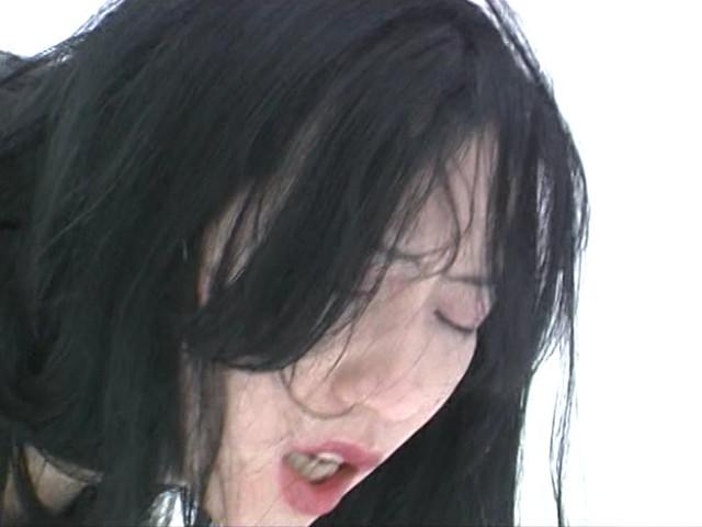 露出素人妻 雪責め地獄のサンプル画像1