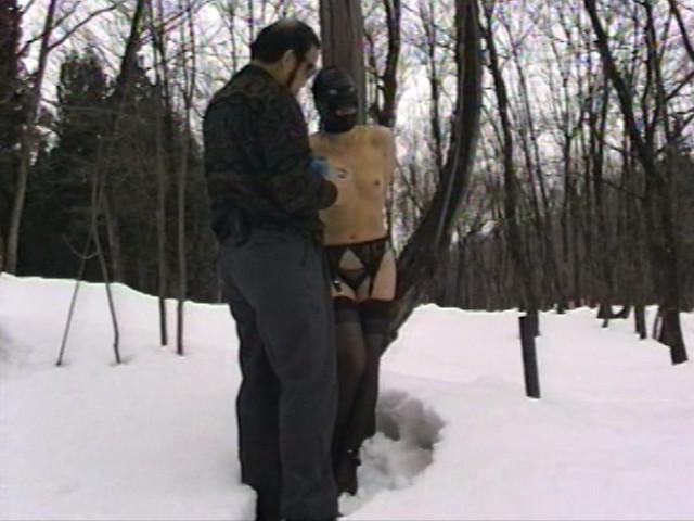 露出素人妻 雪責め地獄のサンプル画像7