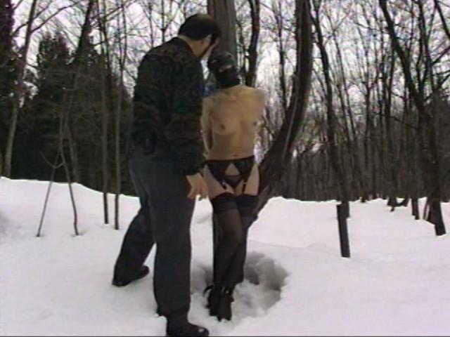 露出素人妻 雪責め地獄のサンプル画像8