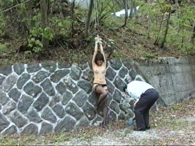 奴隷志願 野外ハードプレイ 画像 8