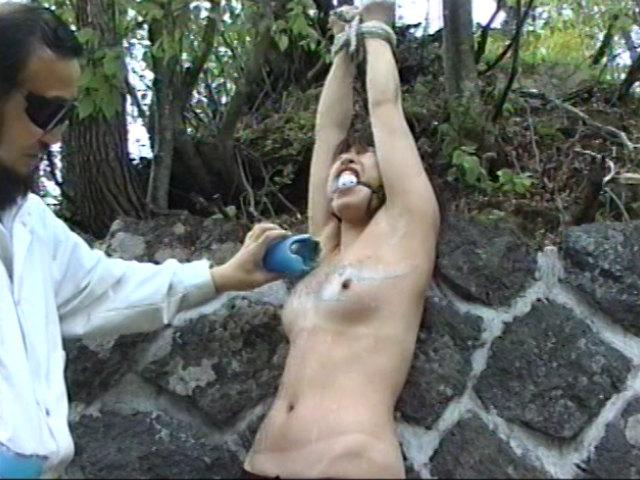 奴隷志願 野外ハードプレイ 画像 9