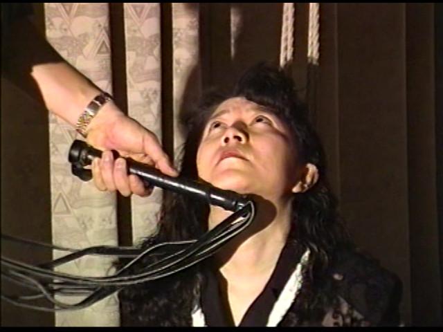 奴隷婦人 水責め鞭打ち逆さ吊りの儀式 画像 2