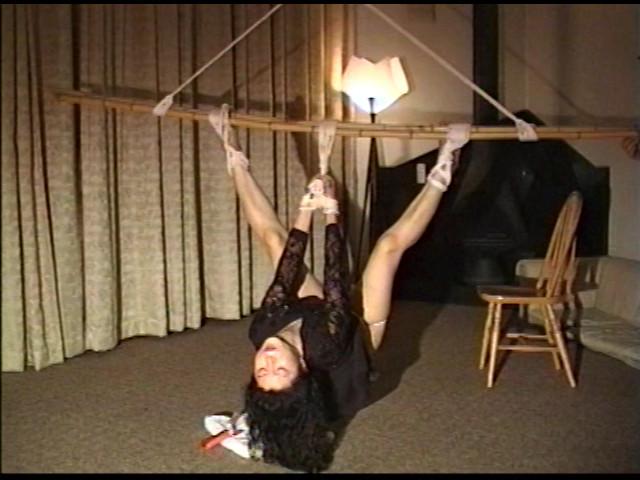 奴隷婦人 水責め鞭打ち逆さ吊りの儀式 画像 7