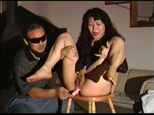 奴隷婦人 水責め鞭打ち逆さ吊りの儀式 画像 9