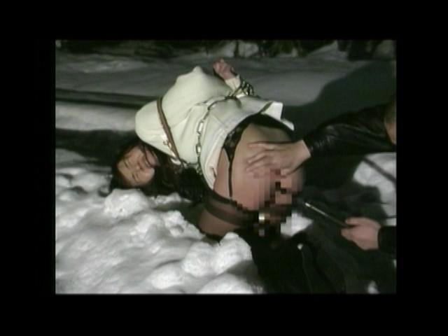 人妻奴隷 悶絶!野外雪埋め調教のサンプル画像