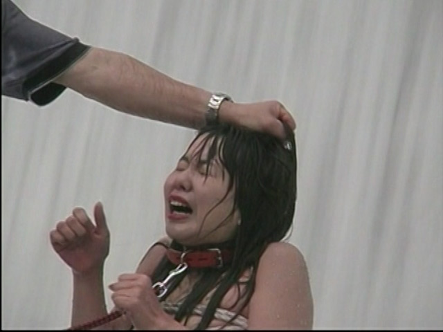 人妻奴隷 野外鞭打ち滝責め調教 画像 4