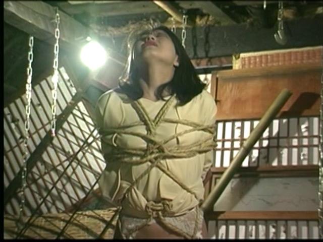 人妻密室監禁 宙吊り鞭責め・失神電流地獄 画像 1
