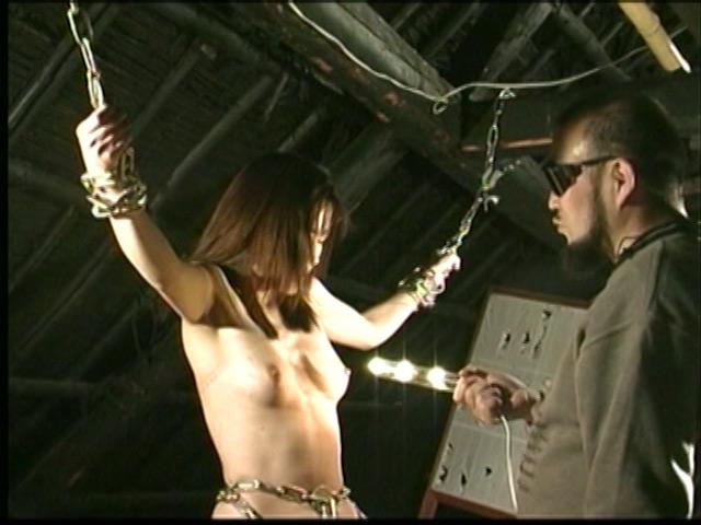 人妻密室監禁 宙吊り鞭責め・失神電流地獄 画像 18