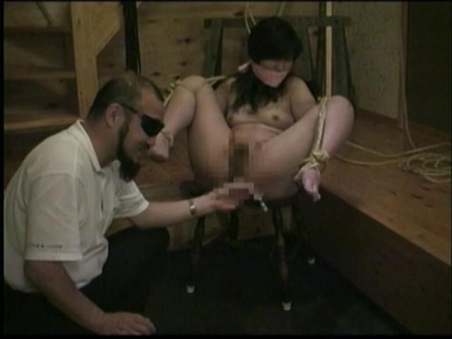 奴隷和服妻 荒縄緊縛天井逆さ吊り 画像 9
