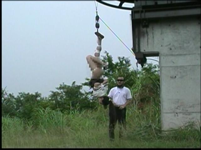 奴隷和服妻 荒縄緊縛天井逆さ吊り 画像 19