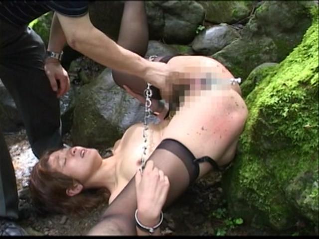 人妻調教 女犯!野外浣腸・鞭打ち・アナル責め!! 画像 15