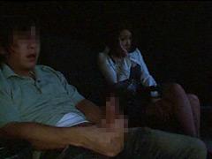 ポルノ映画館に来る熟女