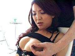 熟女乳首いぢり