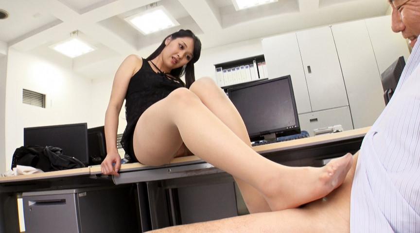 女性部下の脚奴隷として何度も射精させられる
