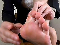 足裏:【足のにおい】 ホテル受付・足汗の粉