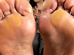 足裏:【足のにおい】 受付嬢・指股の固形汗