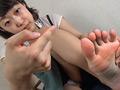 N-30 【足のにおい】 病院事務・指長少女 無料画像10