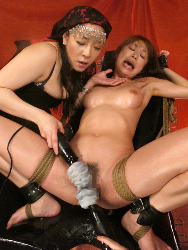 熟肉女体の凄まじい処刑映像 画像 17
