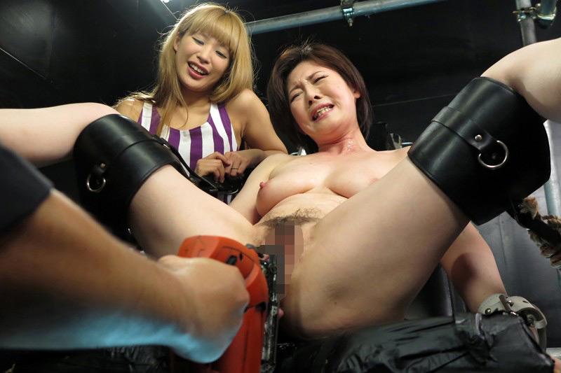 熟肉女体の凄まじい処刑映像 画像 18