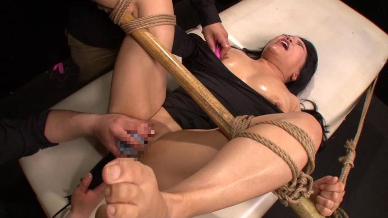 熟肉女体の凄まじい処刑映像 画像 20