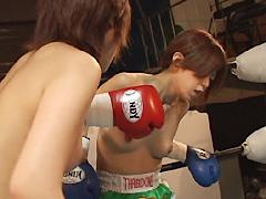 トップレス女子キックボクシング1