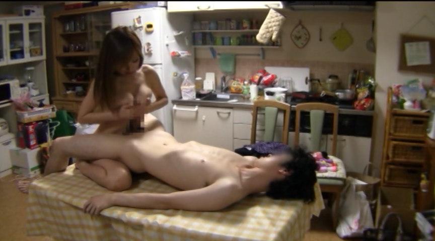 美乳で美尻の素人さんお届けします。