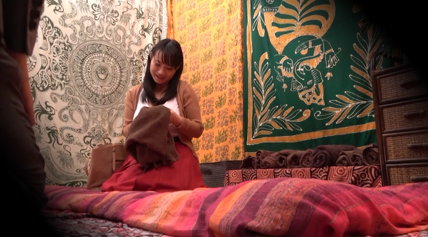 二人でするヨガ。タイ古式マッサージ店盗撮。 素人人妻をタイ古式マッサージの無料体験と偽り騙して癒して中出ししちゃいました 江東区編 の画像20