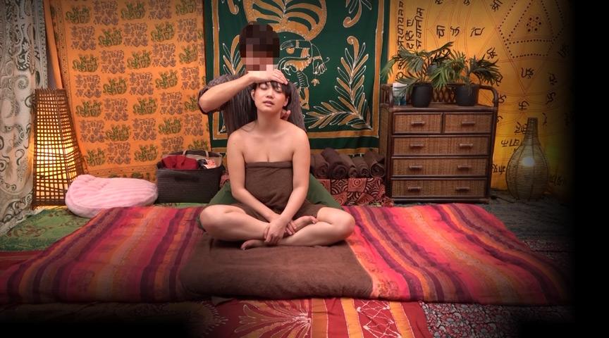二人でするヨガ。タイ古式マッサージ店盗撮。 素人人妻をタイ古式マッサージの無料体験と偽り騙して癒して中出ししちゃいました 江東区編 の画像19