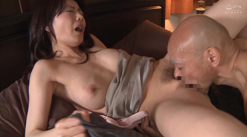自慢の美人妻が義父や息子にセックスを仕込まれました
