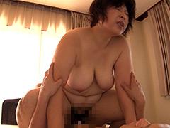 """""""い゛っぐぅ゛~っ 豊満爆乳熟女 中出し16人4時間"""