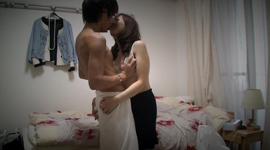0001 - 【盗撮動画】人妻たちの赤裸々なプライベートセックスが流出!?