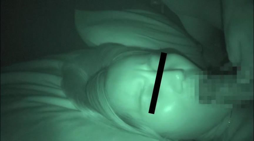 せがれの嫁を寝盗る義父の夜這い映像 2枚目